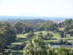 omringd door golfvelden